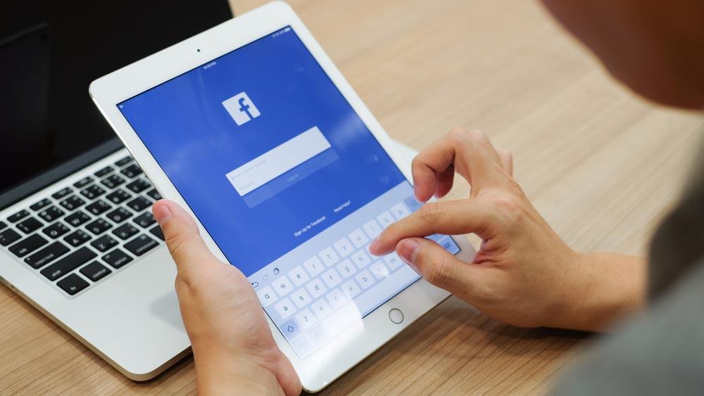 Facebook prepara un dispositivo per le videochiamate