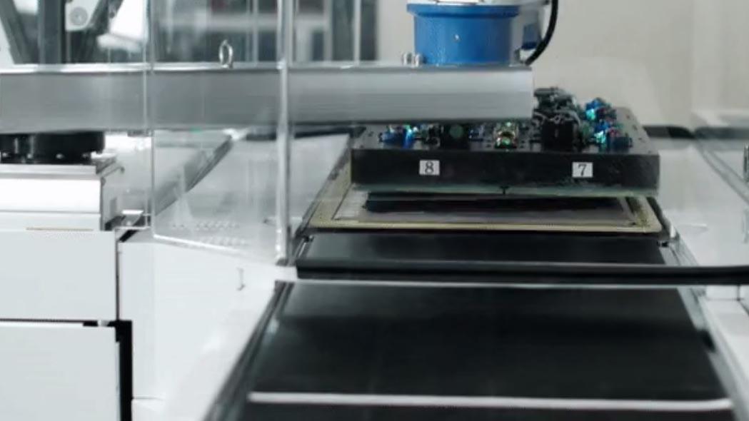 Grabit, il robot che assemblerà le tue prossime scarpe da ginnastica