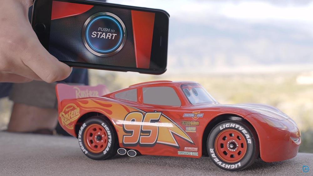 Cars, il modellino di Saetta McQueen si guida con lo smartphone