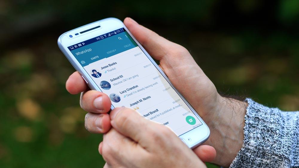 Truffa WhatsApp, attenzione al messaggio che formatta lo smartphone
