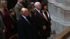 Il presidente Donald Trump alla National Cathedral di Washington