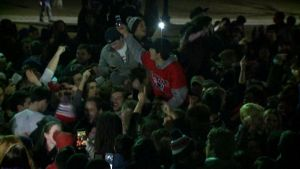 La festa in strada a Boston per la vittoria dei Patriots