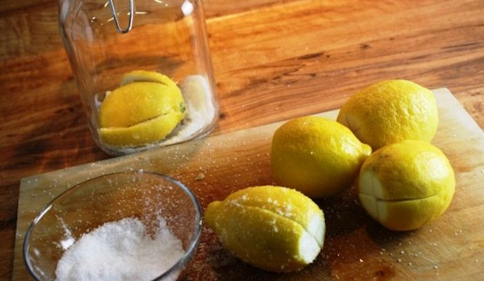 Limoni in salamoia