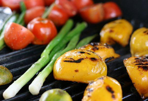 Grigliata di verdure e pomodori