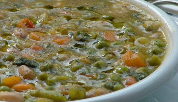 Zuppa di verdure al pesto