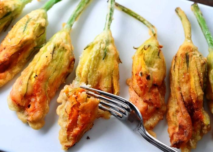 Fiori di zucca fritti buonissimo for Pastella per fiori di zucca fritti