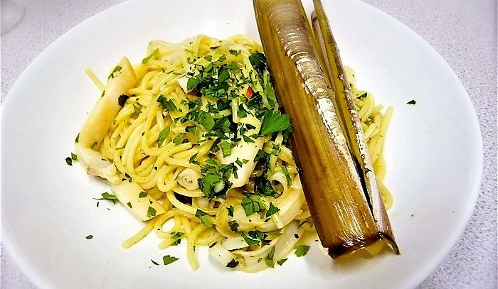 Spaghetti alle vongole e cannolicchi