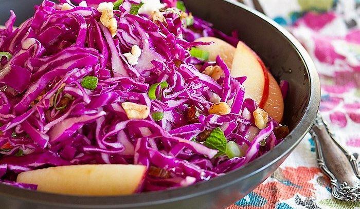 Mele rosse con insalata