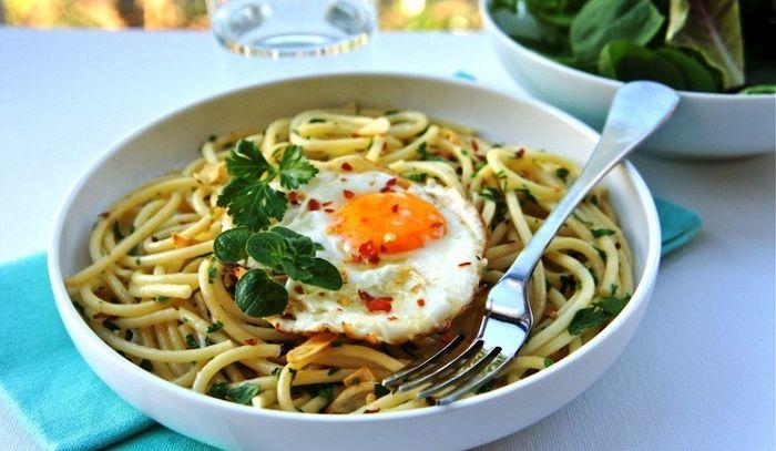 Pasta con l'uovo fritto
