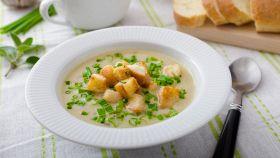 Zuppa d'aglio. Non spaventatevi: non è pesante ed è sanissima