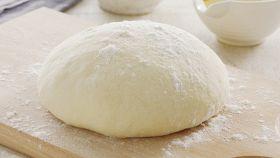 Impasto per la pizza, la ricetta più semplice e veloce che ci sia
