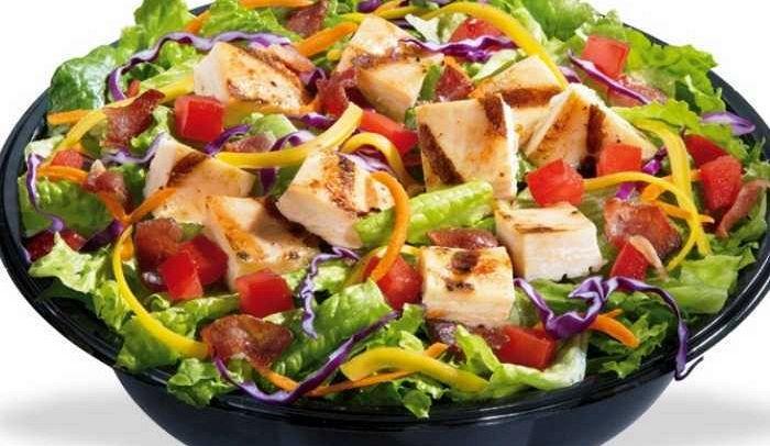 Insalata di pollo la ricetta di buonissimo for Ricette insalate