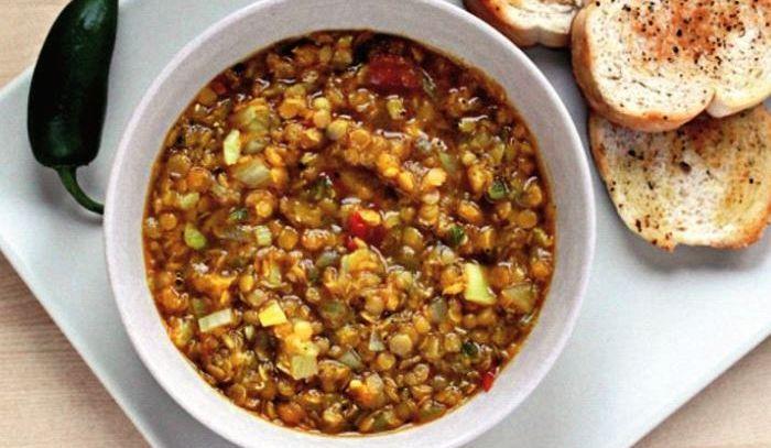 Cicerchie e patate in minestra