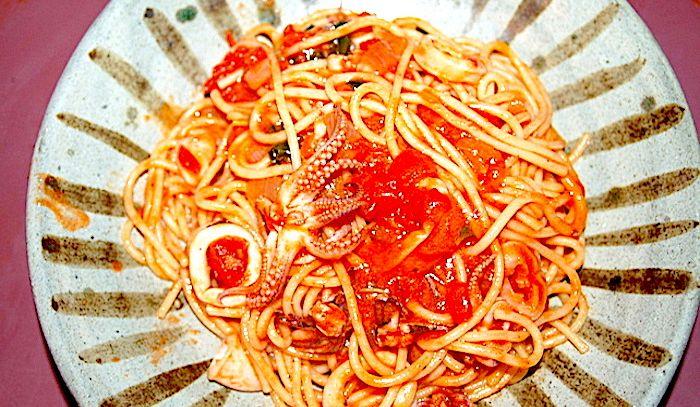 Spaghetti con sugo di calamari