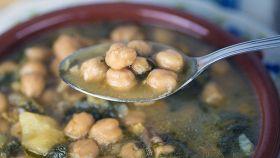 Zuppa di ceci e bietole per scaldare le fredde serate invernali