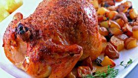 Il pollo con patate arrosto, un secondo sfizioso e saporito