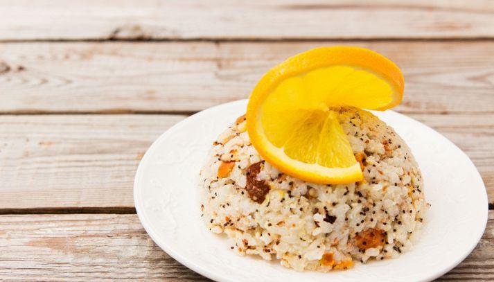 Insalata di riso con mandorle e uvetta