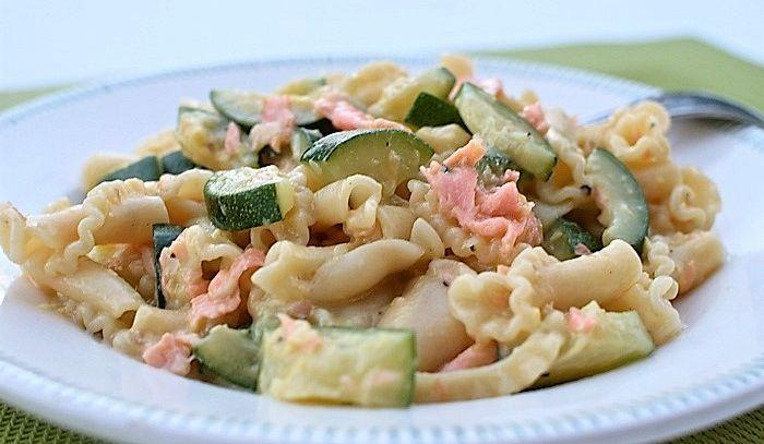 Conchiglie con zucchine e salmone affumicato