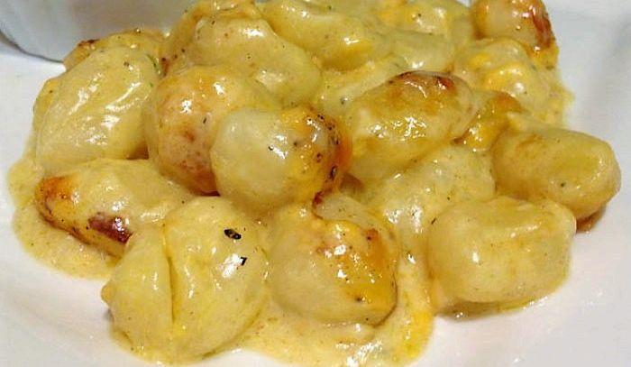 Gnocchi di patate al Montasio su foglia di frico