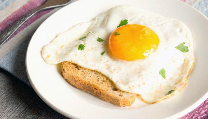 Uova nel pane
