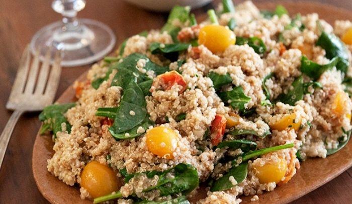 Insalata di quinoa e pomodori arrostiti