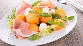 La fotoricetta dell'insalata di zucchine e melone