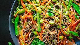 Noodles con piselli e carote