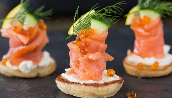 Blini con salmone affumicato e panna acida