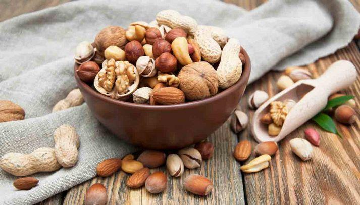 I benefici degli arachidi e delle noci