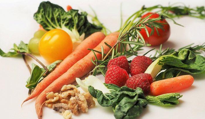 Frutta e verdura consumate crude tengono lontano lo stress