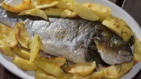 Orata al forno con patate, sapori mediterranei