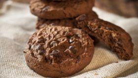 Biscotti al cacao, la ricetta per prepararli in 45 minuti