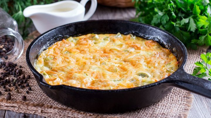 Torta di riso salata, al sapore di porri e pancetta