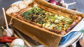 La ricetta per una torta salata dal cuore di zucchine e patate
