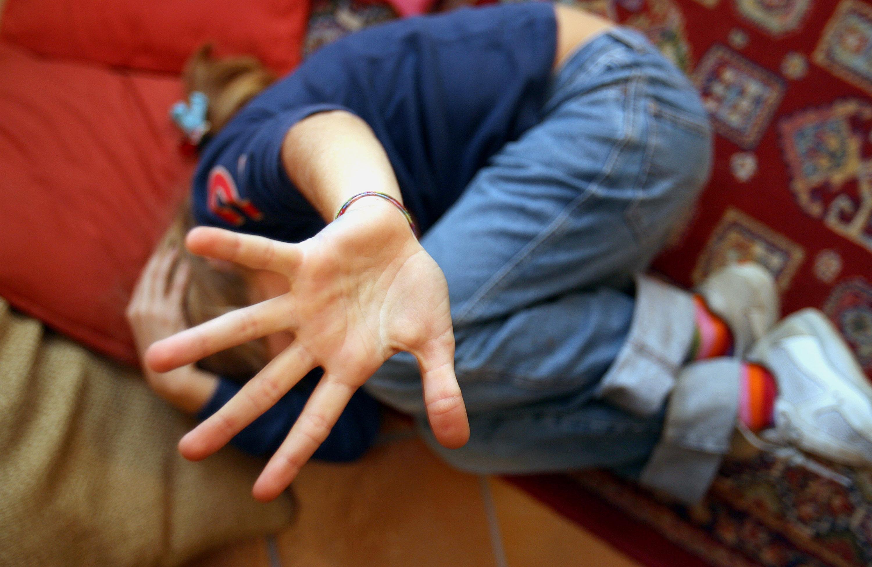 Abusi figli. Madre arrestata, io vittima