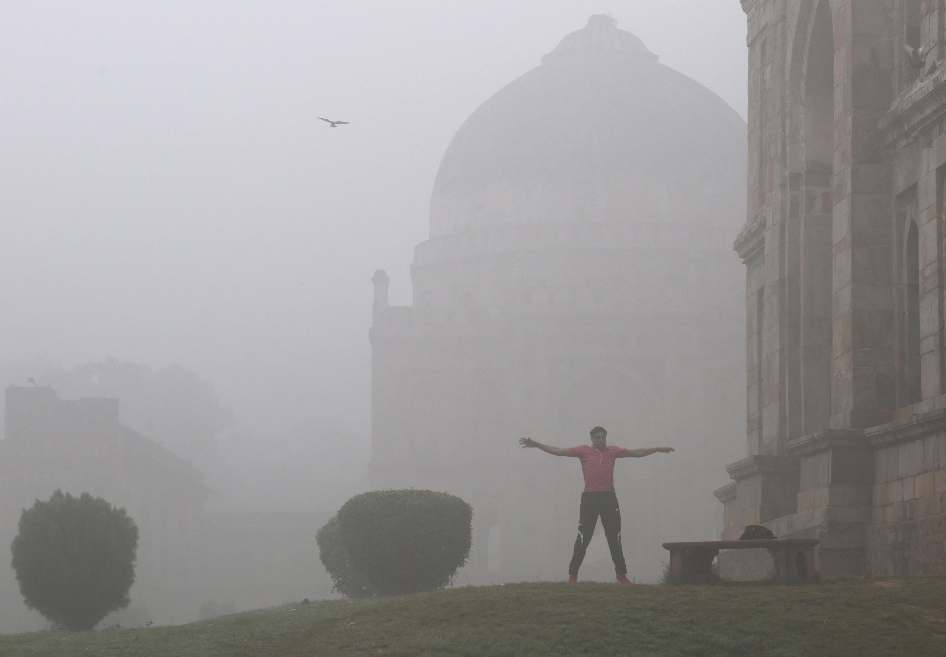 Persiste emergenza smog a New Delhi