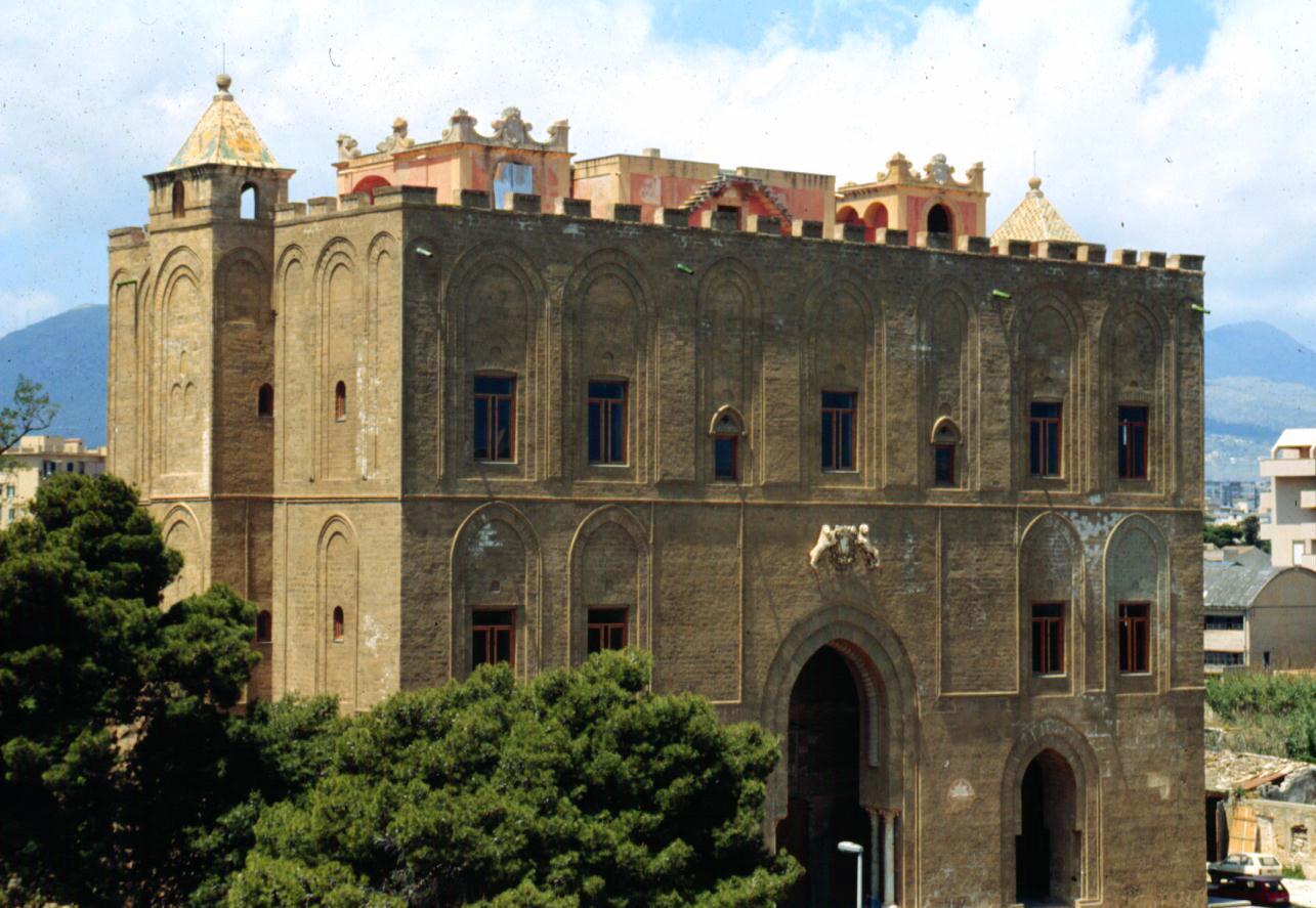 Fulmine colpisce Castello Zisa a Palermo