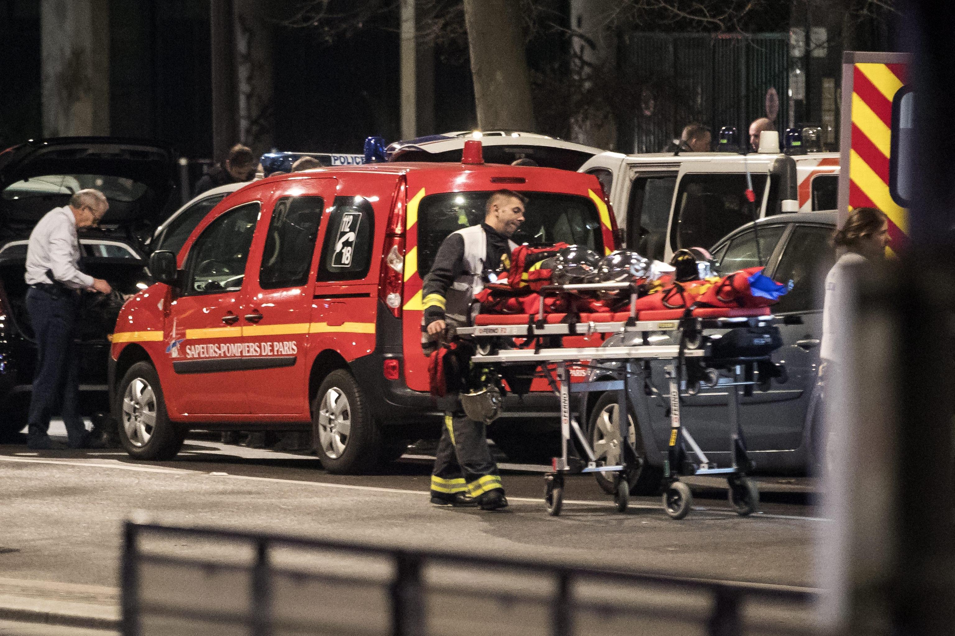 Parigi: in fiamme storica libreria
