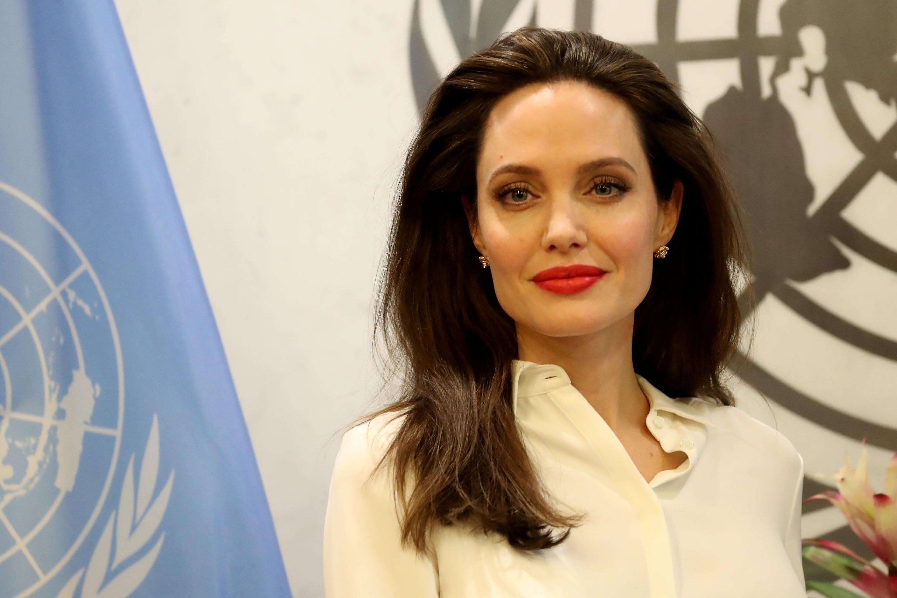 Jolie denuncia, violenza sessuale è arma