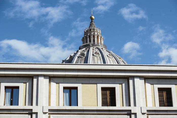 Le Iene, testimonianze su abusi a chierichetti del Papa