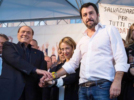 Berlusconi dice che il centrodestra moderato è l'unica alternativa a M5s
