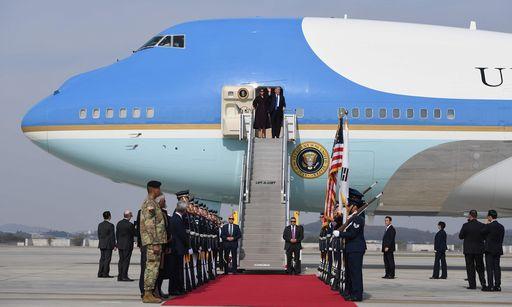 Trump arriva a Seoul, seconda tappa del lungo tour asiatico