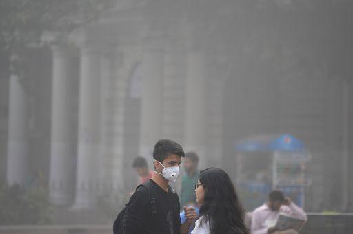Emergenza sanitaria in India e Pakistan per lo smog, migliaia di scuole chiuse