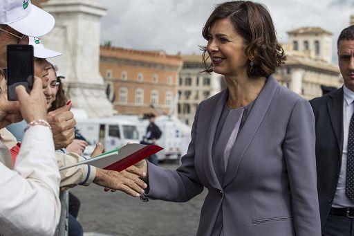 """""""Dimostriamo a Ostia e ai cronisti che lo Stato c'è"""" (Boldrini)"""