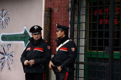Manifestazione a Ostia per la legalità, bucati gli pneumatici alla troupe di La7