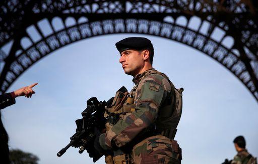 Francia, poliziotto uccide tre persone e ne ferisce altre tre