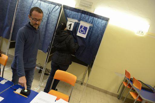 Ostia torna al voto. Alle 12 affluenza in calo all'8,6%