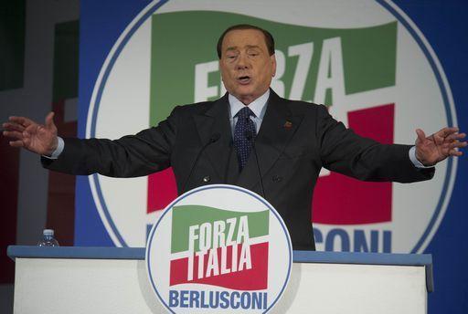 """Monito di Berlusconi: """"Guai a votare M5S, sono deliranti"""""""