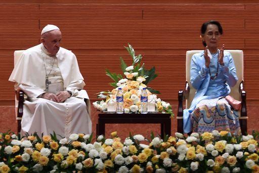 Francesco a Myanmar chiede rispetto per ogni etnia (ma non cita i Rohingya)