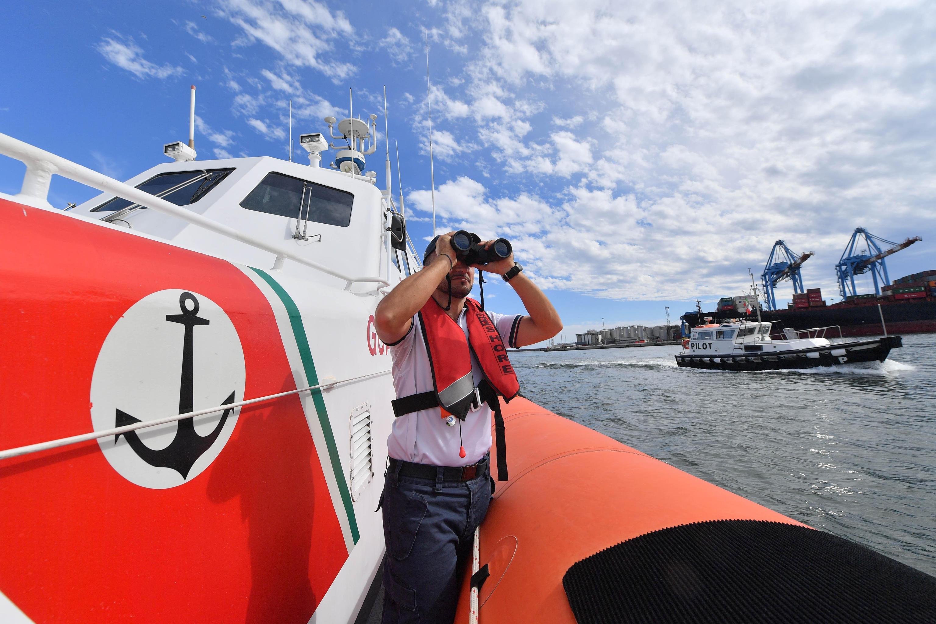Salvati oggi 1.100 migranti in mare